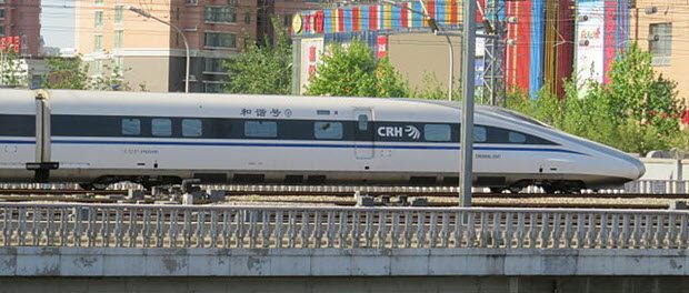 A CRH380AL trainset departing Beijing for Shenzhen as G71 by N509FZ via Wikimedia Commons