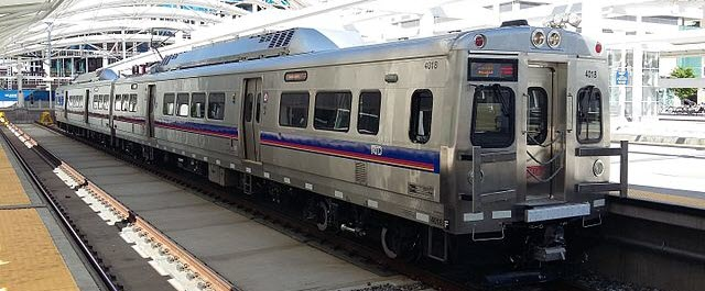 RTD-Denver No. 4018 A Line train by Xnatedawgx via Wikimedia Commons